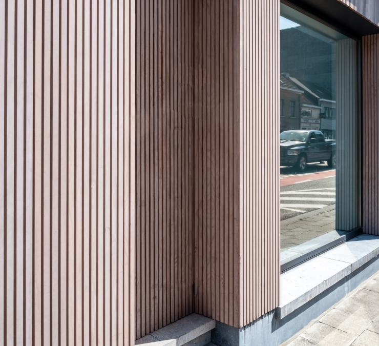 Timber cladding commercial project Keukens De Wolf Asse